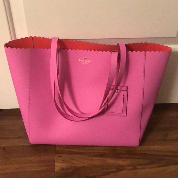 c58925af5be Kate Spade scalloped tote